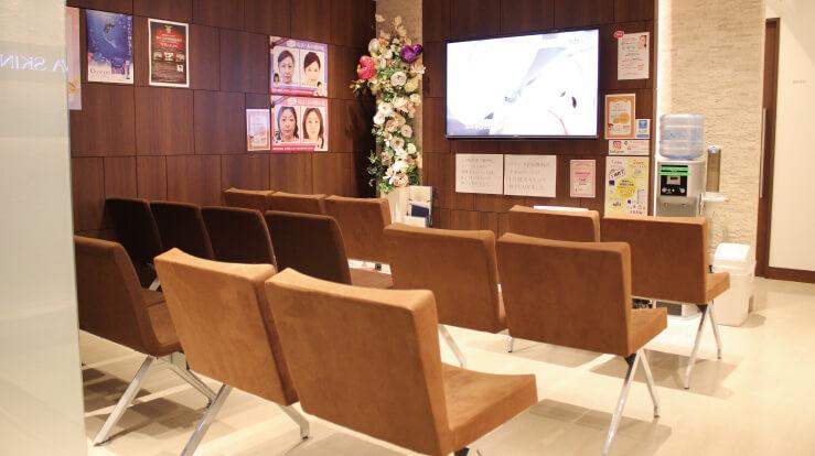 品川スキンクリニック待合スペースの写真