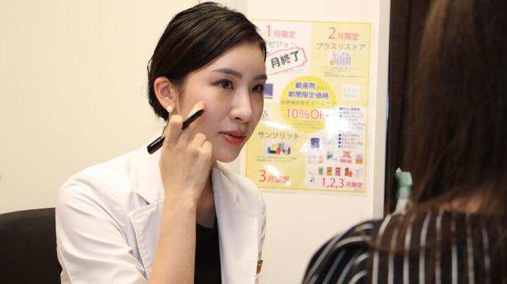 シミ取りについて解説する藤井聡美先生